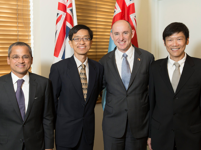 The Hon Stuart Robert MP Assistant Minister for Defence met with a delegation from Singapore including Singapore's Chief Defence Scientist Mr Quek Tong Boon and MAJGEN (Ret'd) Ng Chee Khern
