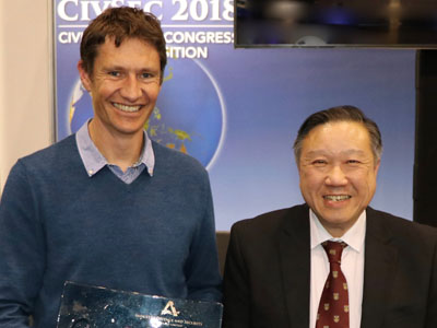 L-R: Professor James McCraw from Melbourne University and DST's Dr Tony Lau.