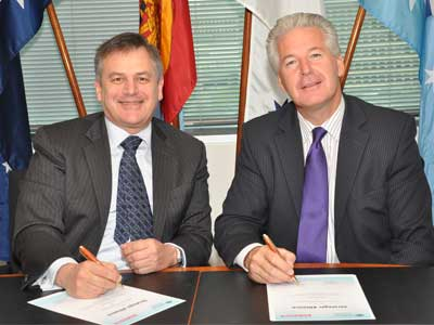 Chief Defence Scientist Alex Zelinsky (left) signing the new strategic alliance with BAE Systems Australia CEO David Allott.