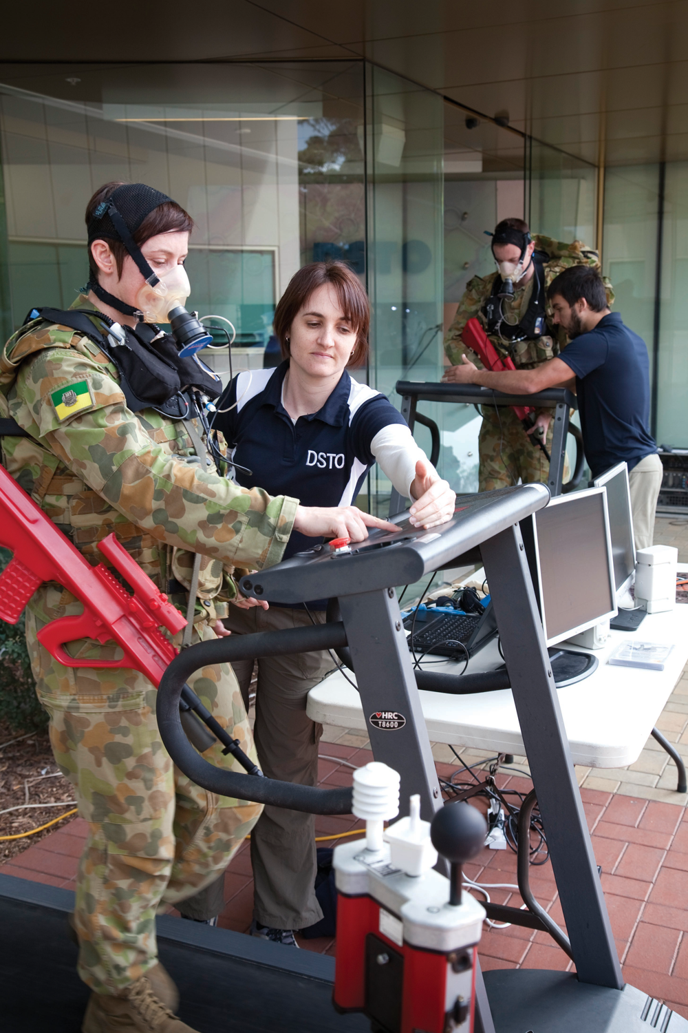 Biomechanics motion capture assists DSTO's studies into ADF personnel physical employment standards.