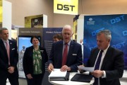 Allan Titheridge, CEO of L3 Technologies, and Chief Defence Scientist during the signing of the Strategic Alliance.