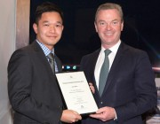 Minister for Defence Industry, the Hon Christopher Pyne presented Dr Long Nguyen his Young Innovator Scholarship.