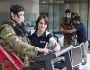A photograph of a female soldier on a treadmill with a DST Group scientist alongside.